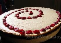 Tort de migdale cu crema de ciocolata si fructe de merisor