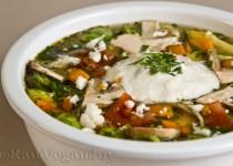 Supa de legume cu varza de Bruxelles si smantana din caju