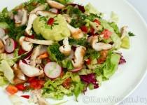 Salata cu ciuperci Shiitake si dressing de avocado